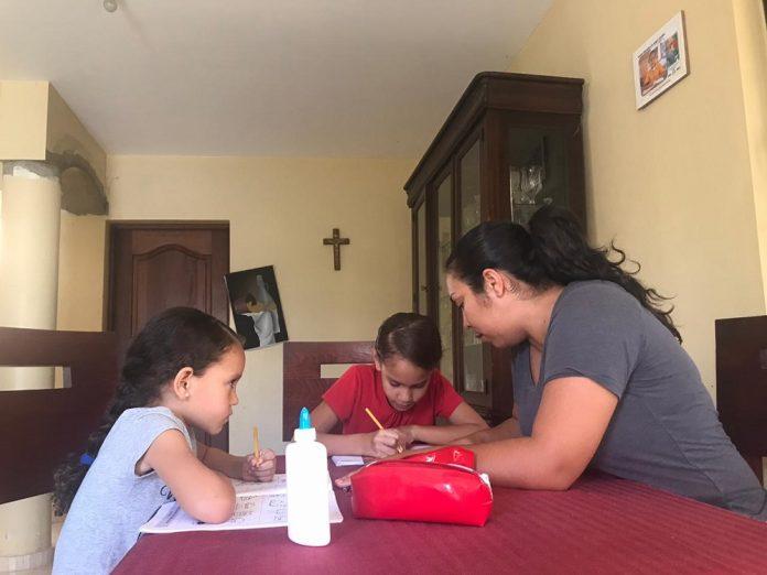 Familia de Jánico testifica que trabajar juntos en casa es una ...